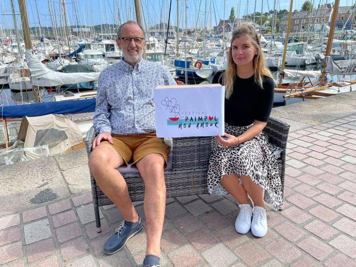 Amaury Collier et Milena Geffroy dévoilent le nouveau logo du Festival Paimpol Mon Amour.